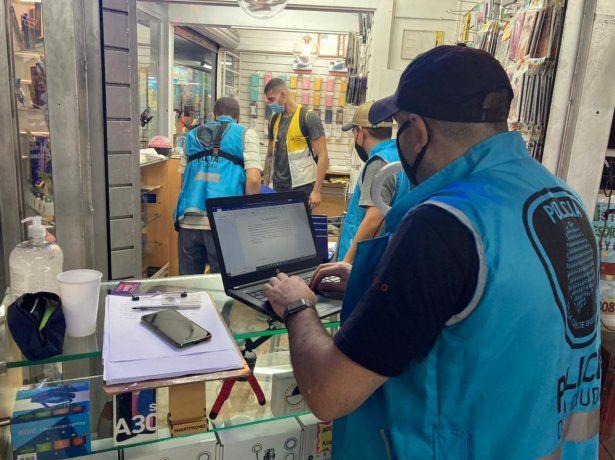 Clausuraron comercios que vendían teléfonos y tablets denunciados como robados