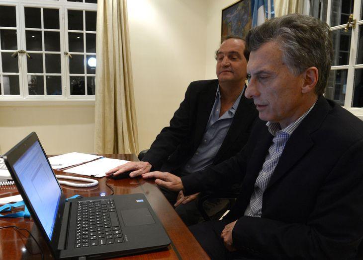 Mauricio Macri y el el secretario Legal y Técnico
