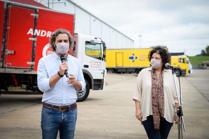 Santiago Cafiero y Carla Vizzotti recibieron el nuevo lote de vacunas