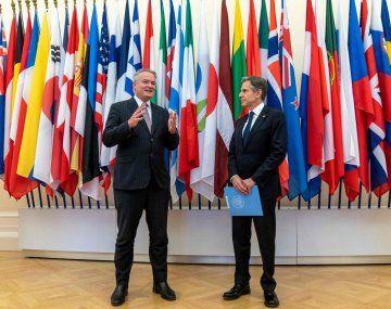 El secretario general de la OCDE, Mathias Cormann, junto al secretario de Estado de EE.UU., Antony Blinken.