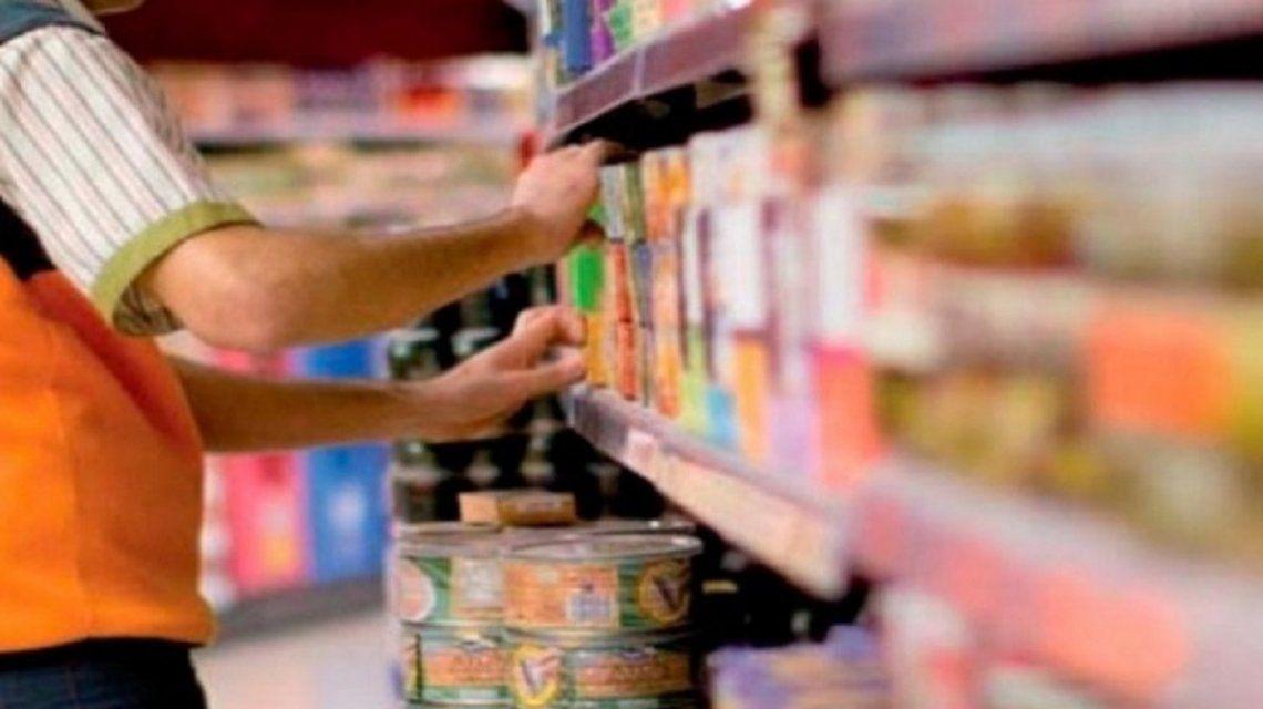 empleado-supermercadojpg