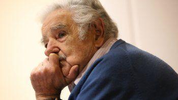 pepe mujica fue internado de urgencia por una espina clavada en el esofago