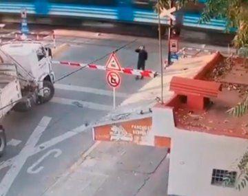 Un tren arrolló y mató a un peatón en la barrera de la estación Floresta del Ferrocarril Sarmiento