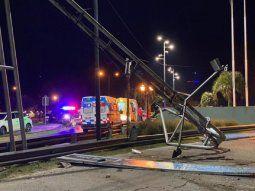 murieron dos jovenes tras estrellarse con su auto contra una columna