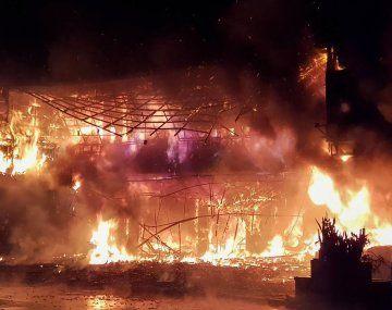 Impresionante incendio en un edificio en Taiwán: al menos 46 muertos