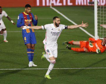 El golazo de taco de Benzema en el Real Madrid - Barcelona