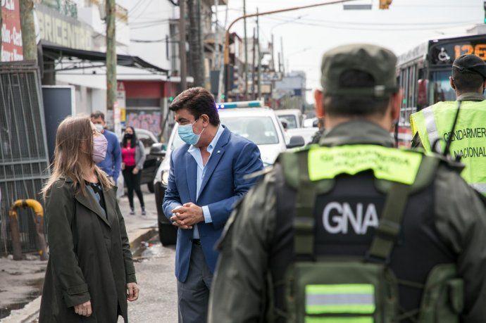 La ministra de Seguridad de la Nación, Sabina Frederic, y el intendente de La Matanza, Fernando Espinoza, supervisan el trabajo de Gendarmería