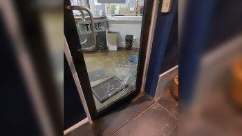 Córdoba: así quedó la puerta de la Municipalidad de Río Primero. Crédito: Reporte Regional