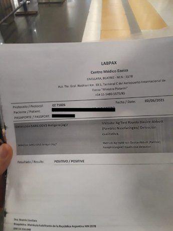 Volvió de vacunarse en Miami y fue detenido por Migraciones tras ocultar el PCR positivo