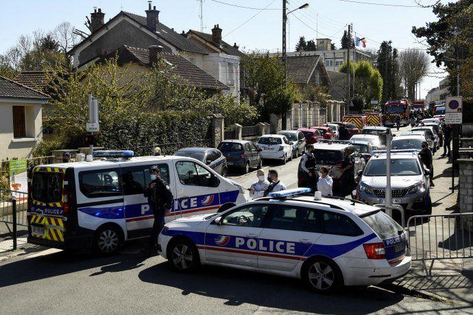 Un hombre mató a cuchilladas a una policía en una comisaría cerca de París