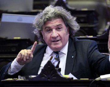 El diputado Ramón festejó la ampliación del régimen de zonas frías con una frazada