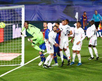 Foto: el palo que evitó un gol olímpico de Lionel Messi
