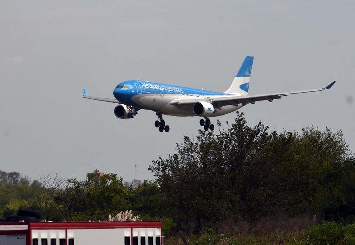 Arribó a Ezeiza el nuevo vuelo de Aerolíneas Argentinas con más vacunas Sputnik V