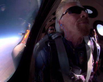 Quién es el multimillonario que aterrizó en su propia nave luego de viajar al espacio