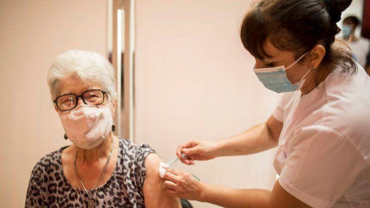 Neuquén vacunará contra el Covid-19 sin turno a mayores de 60 años y grupos de riesgo