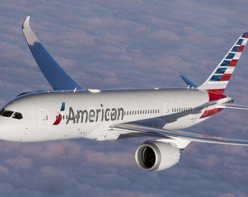 Misterio en el aire: un piloto afirma haber visto un objeto largo y cilíndrico sobrevolando su avión