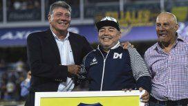 Miguel Ángel Brindisi, Diego Maradona y Hugo Perotti, la delantera del inolvidable Boca campeón del Metropolitano 1981 se reencontró en La Bombonera