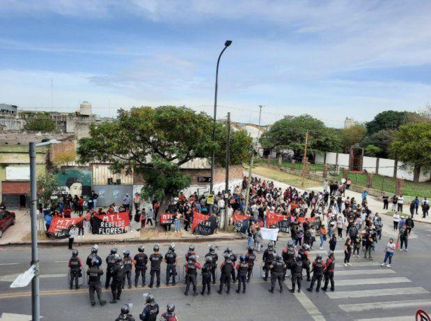 Protesta y tiros en el Ministerio de Desarrollo y Hábitat de la Ciudad