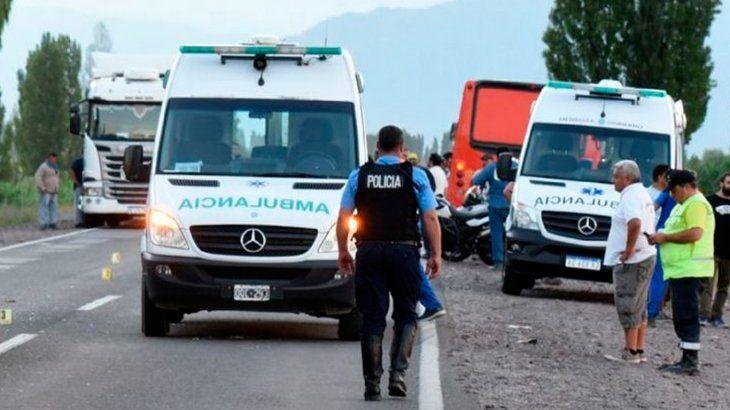 Mendoza: a una mujer se le accionó el matafuego, se tiró de la camioneta en la que viajaba y murió