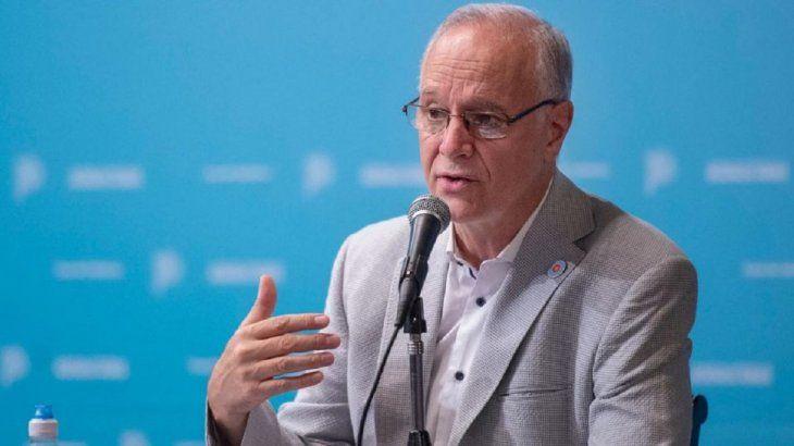 Daniel Gollán celebró que Argentina está entre los 15 países con más vacuna y chicaneó a la oposición