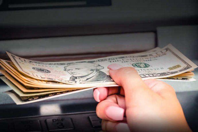 Estados Unidos: le depositaron por error más de 1 millón de dólares en su cuenta y se negó a devolverlos