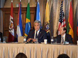 en el foro en el que hablo macri, el presidente de ecuador culpo a su pueblo por el fracaso de su gobierno