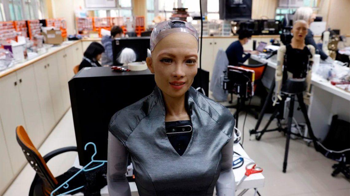 Fabricarán más unidades de Sophia, la robot que prometió «destruir a la humanidad»