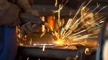 la actividad industrial crecio 32,8% durante marzo y la construccion 97,6%