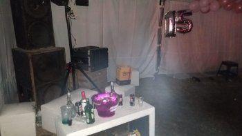 fiesta clandestina: cumpleanos de 15 con mas de 150 personas