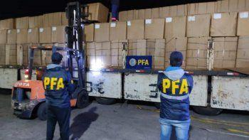 la policia federal incauto un camion cargado con 120 kilos de tabaco de contrabando