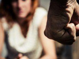 le pego a su mujer y la amenazo de muerte pero cuando llego la mujer ambos atacaron a los efectivos