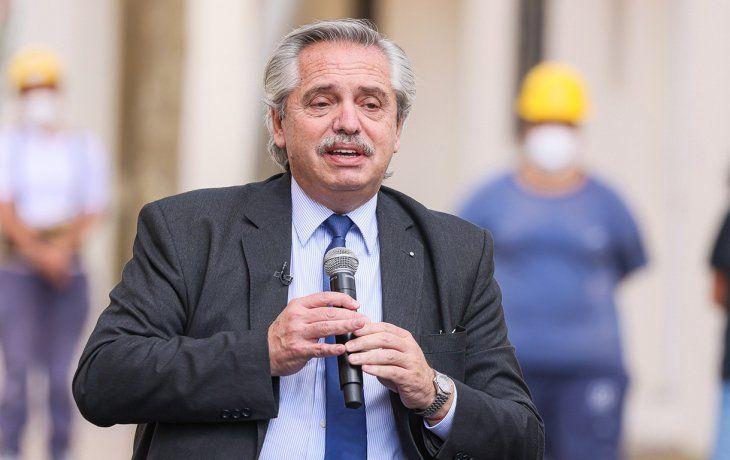 Alberto encabeza un sorteo de créditos para construcción y refacción de casas