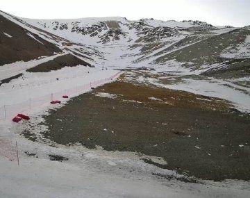 Cierran el ingreso al centro de esquí de Esquel por falta de nieve