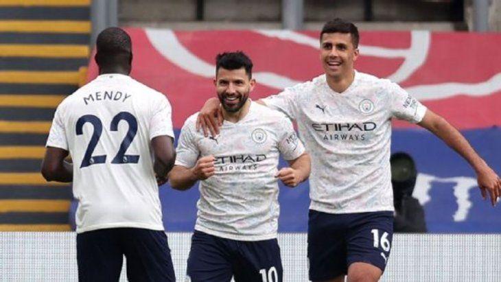 Con un gol del Kun Agüero, Manchester City le ganó al Crystal Palace y quedó a un paso de ser campeón