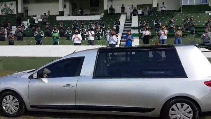 Los restos de Mario Meoni pasaron por el estadio Eva Perón de su querido Sarmiento de Junín