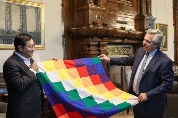 El presidente electo de Bolivia, Luis Arce, junto a Alberto Fernández