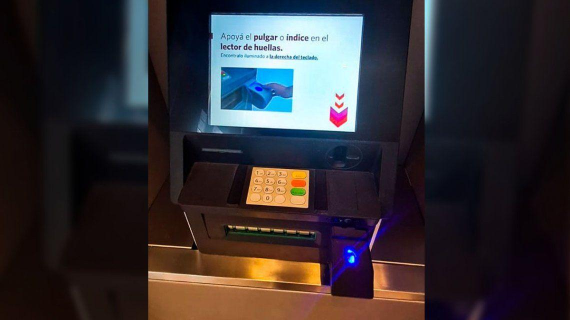 Bancos: la validación de la identidad con huella dactilar en los cajeros automáticos contará con doble factor de seguridad