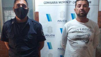 motochorro abandono al complice y la policia detuvo a los dos: uno dice ser inspector de transito