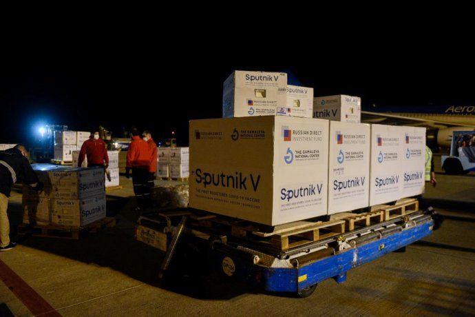Llegó el vuelo de Aerolíneas Argentinas con 818.150 dosis de la vacuna Sputnik V