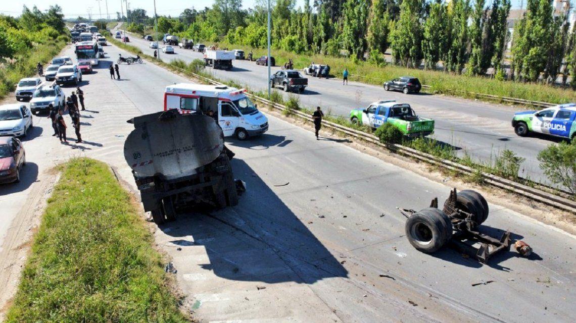 Se desprendió el tanque de un camión cisterna y aplastó un auto en ruta 6: un hombre muerto y un nene ileso