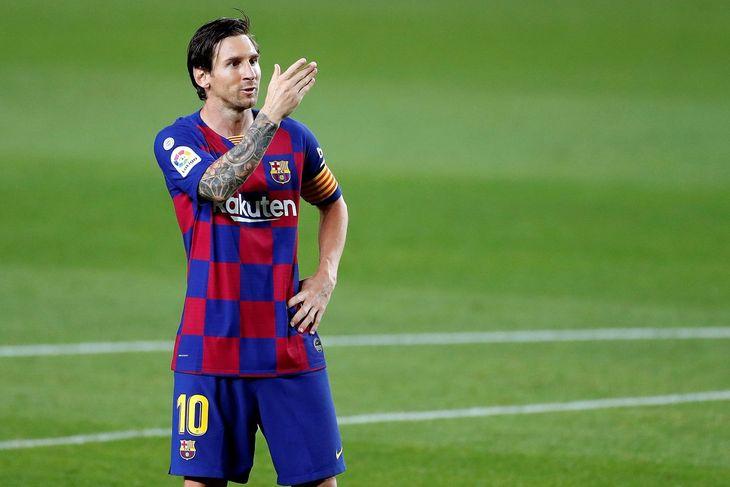 Con un penal a lo Panenka, Lionel Messi marcó su gol 700