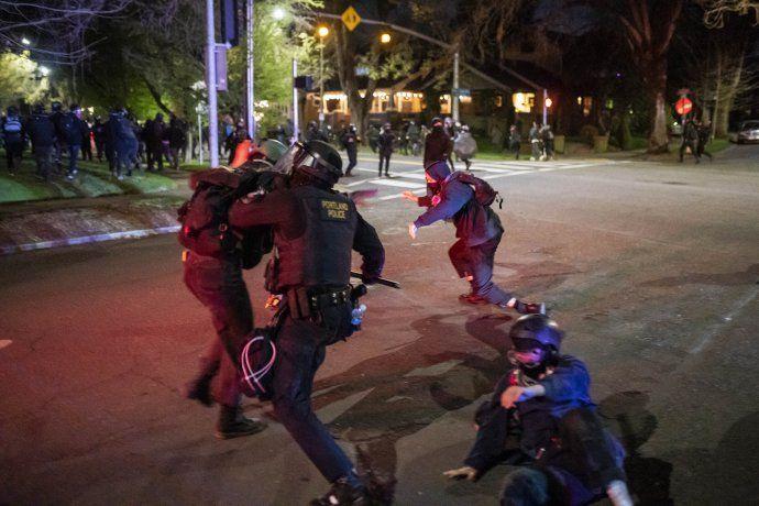 Estados Unidos: otra noche de violentas protestas por la muerte de un joven afroamericano en manos de la policía