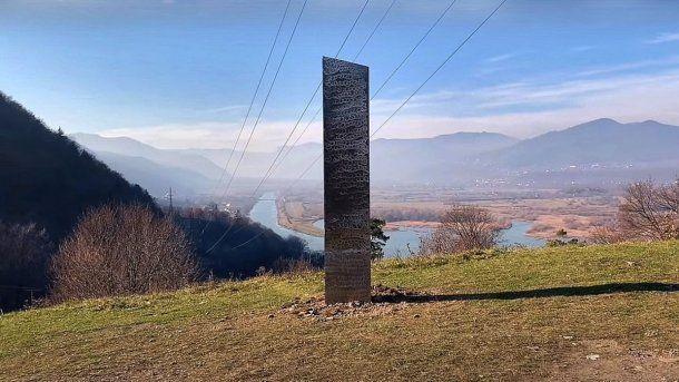 Rumania: así se ve el monolito que aún está emplazado en Europa