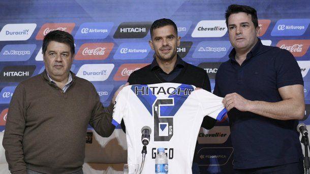 Luego de la lesión en Madrid, Fernando Gago se fue de Boca y cumplió su segundo ciclo en Vélez Sarsfield.