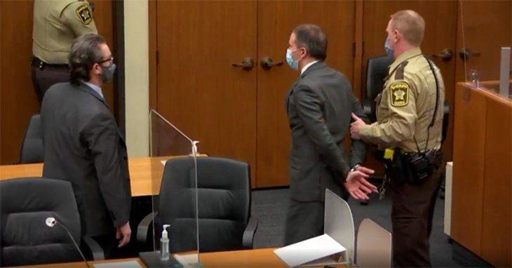 Estados Unidos: el ex policía Derek Chauvin se retiró esposado del juzgado en Minneapolis