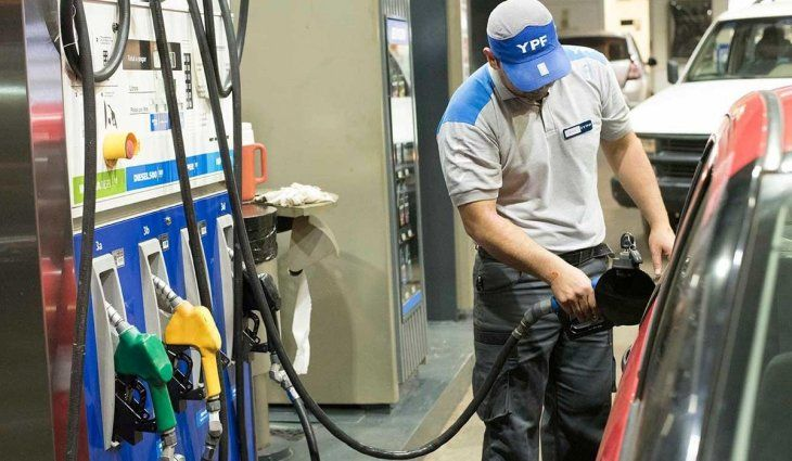 Golpe al bolsillo: la nafta aumentó un 6 por ciento