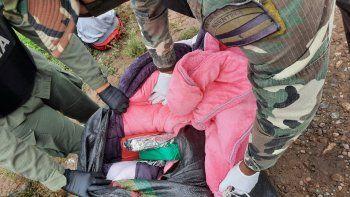 detienen a tres personas que trasladaban 15 kilos de cocaina escondidos entre mantas de abrigo