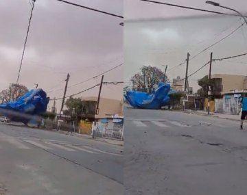 Se voló una pelopincho y apareció en medio de una avenida