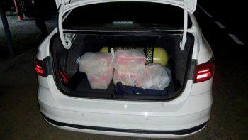 detuvieron a una pareja que transportaba 13 millones de pesos ocultos en cajas de cereales para ninos