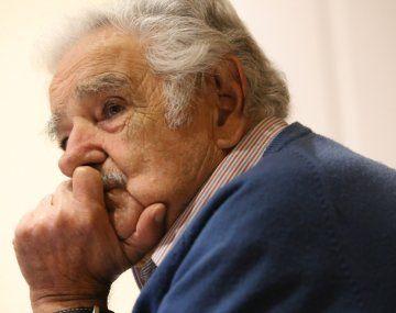 Pepe Mujica fue internado de urgencia por una espina clavada en el esófago
